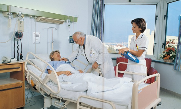 Sağlık çalışanlarına bir yıl erken emeklilik