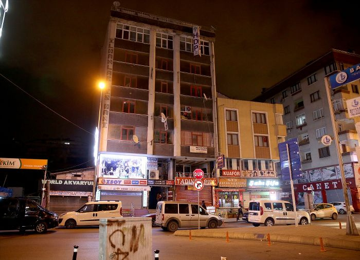 HDP Bağcılar binasından benzin dolu bidon çıktı