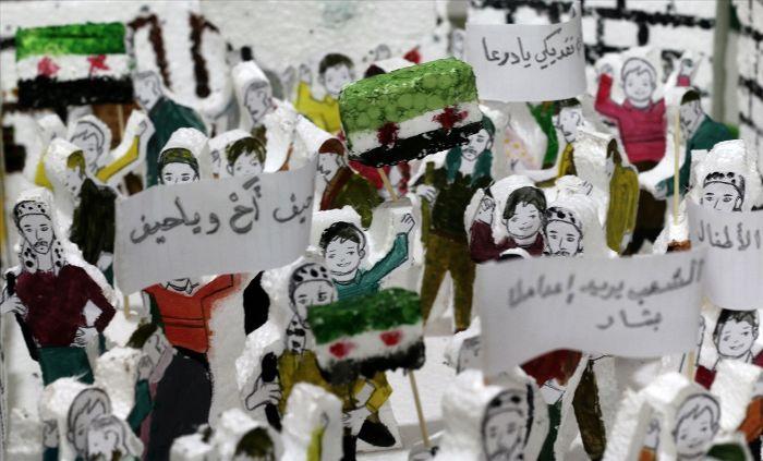 Suriye savaşını köpüklere işlediler | FOTO