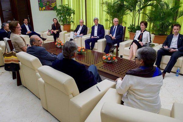 Kerry, Küba'da FARC ile bir araya geldi