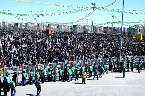 Diyarbakır'daki nevruz etkinliğine inceleme