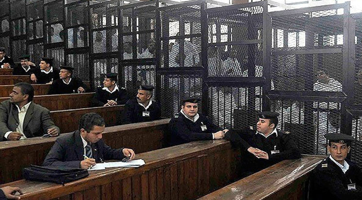 Mısır'da darbe karşıtlarına cezalar yağdı