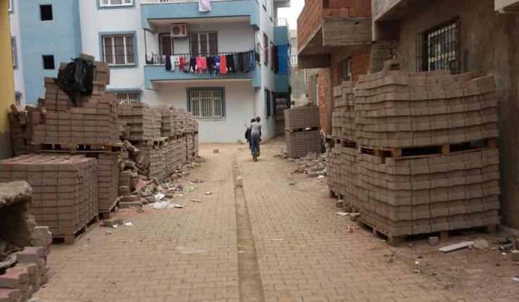 Mahalleli kadınlar PKK'lıları sopalarla kovdu