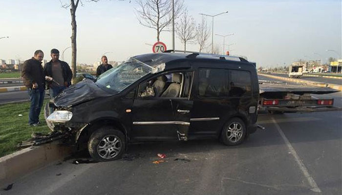 HDP'li vekilin aracı kaza geçirdi: 4 yaralı