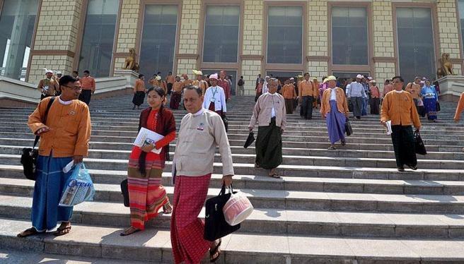 Myanmar'da ilk ticaret borsası açıldı