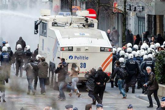 Belçika'da ırkçılar anma törenlerini bastı