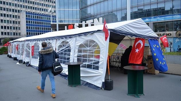 Belçika'da 'PKK'ya karşı' çadır kuruldu