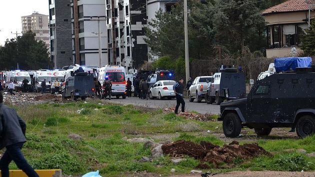 Diyarbakır'da bombalı saldırı: 7 şehit, 8'i sivil 14 yaralı
