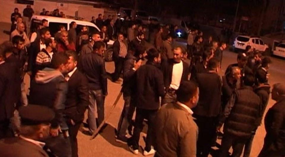 Haraç çetesi Adıyaman'ı karıştırdı, polise saldırdı