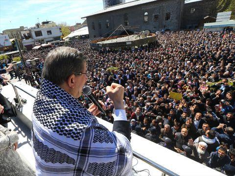 Davutoğlu Diyarbakır Sur'da halka seslendi