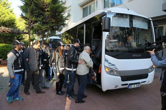İzmir'de 7 kişi 'paralel'den tutuklandı