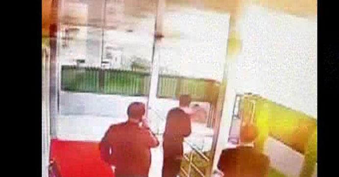 Diyarbakır'da bombalı aracın patlama anı | VIDEO