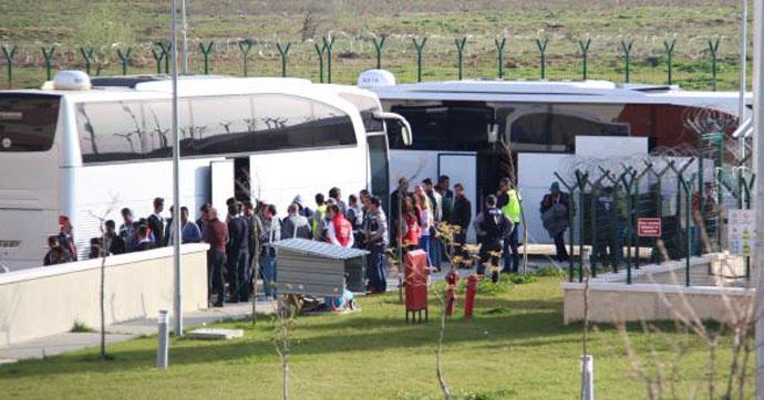 İzmir'e getirilen mülteciler Kırklareli'ye taşındı