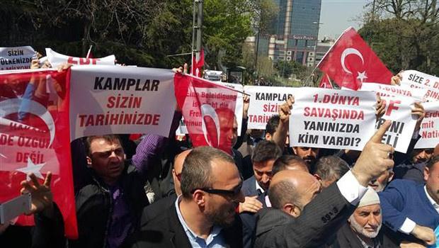 Erdoğan'a Alman hakareti İstanbul'da protesto edildi