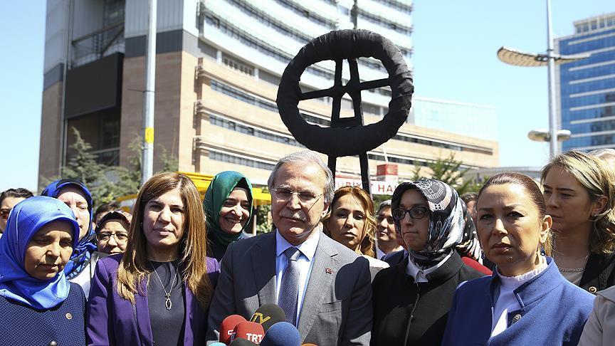 CHP Genel Merkezine siyah çelenk