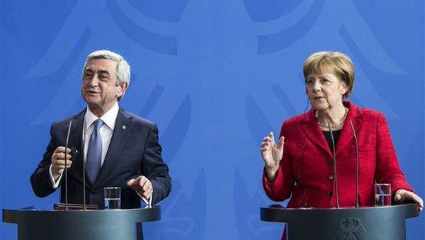 Merkel'den Sarkisyan'a kalıcı barış önerisi