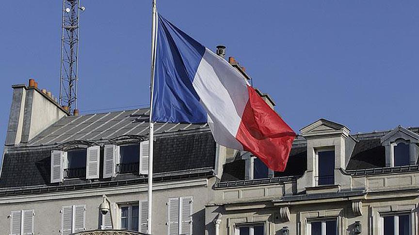 """Fransa """"Hristiyan köklerine"""" dönüyor"""