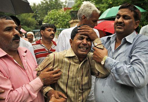 Hindistan'da tapınakta patlama: 100 ölü