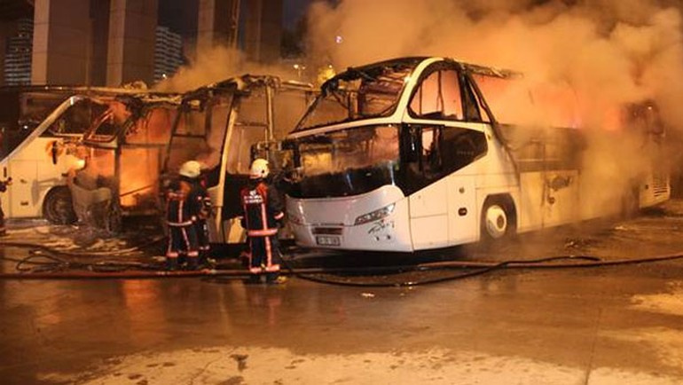 Esenler Otogar'da otobüs yangını