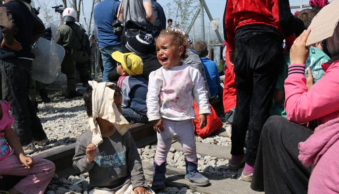 Makedon polisinin saldırısında 300 mülteci yaralı