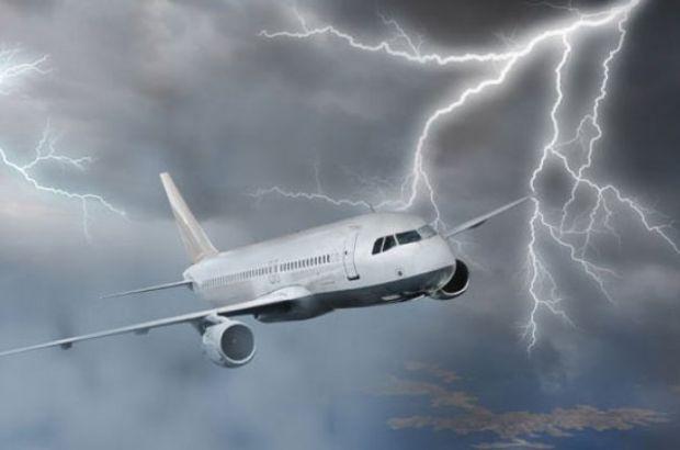 Uçak havadayken yıldırım isabet etti