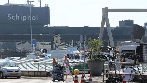 Hollanda'da havalimanında bomba paniği
