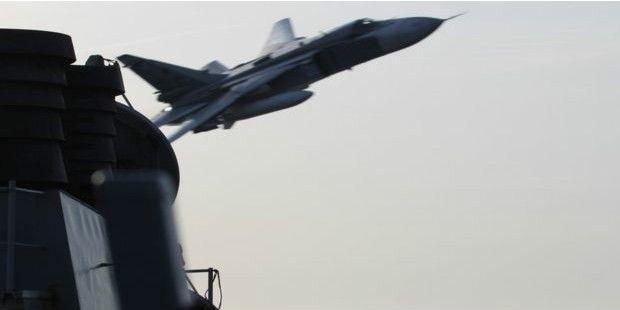 Rus uçaklarından ABD gemisini taciz