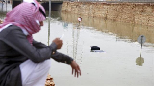 Yemen ve Suudi Arabistan'ı sel vurdu