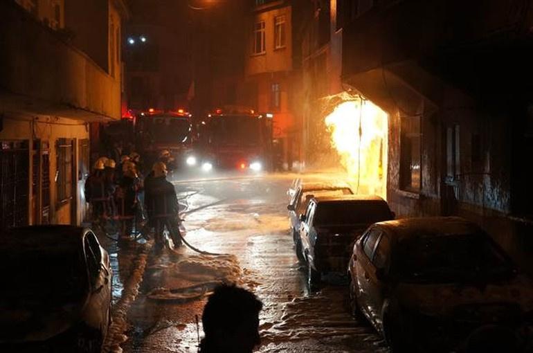 İstanbul Eyüp'te korkutan yangın