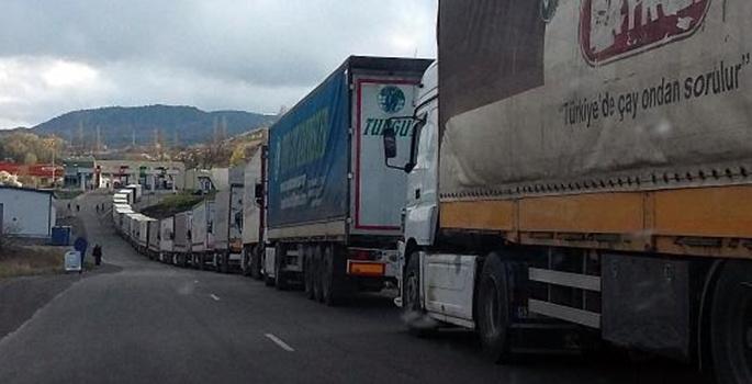 Gürcistan'da Türk TIR'larına saldırı