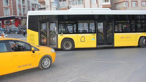 İstanbul'da polis otobüsüne taşlı saldırı