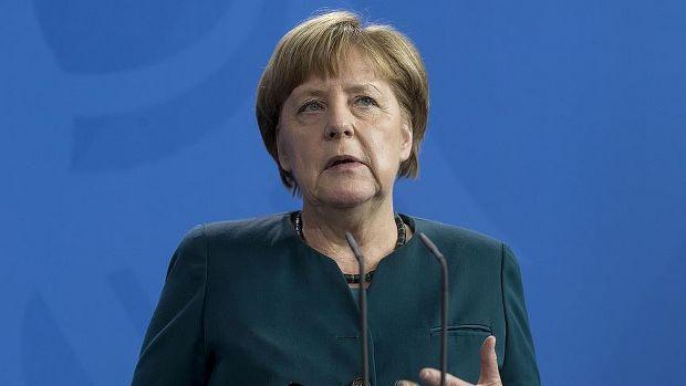 Prag'da Merkel'in konvoyuna sızma