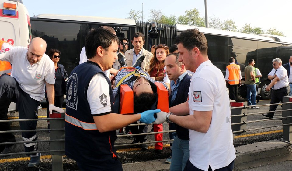 Metrobüs yolunda kaza: 4 yaralı