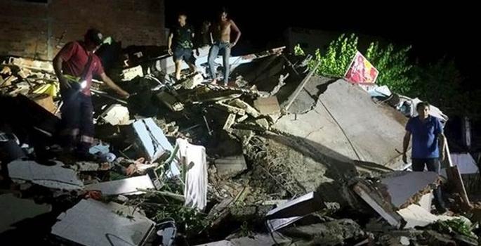 Depremde ölenlerin sayısı 418'e yükseldi