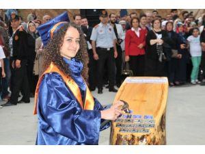 Gümüşhane Üniversitesi'nde ikinci mezuniyet sevinci