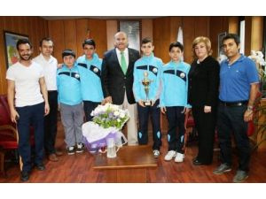 Türkiye Badminton şampiyonu öğrencilere tebrik