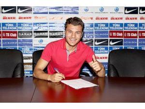 Trabzonspor, Yusuf Erdoğan ile 4 yıllık sözleşme imzaladı