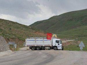 Teröristler Erzurum-Muş karayolunda kimlik kontrolü yaptı