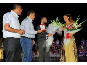 Didem Bekiroğlu Bale ve Sanat Merkezi'nden 'Biz Ebruyuz'a destek