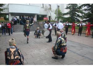 Halk Oyunları Şenliği kortej yürüyüşüyle başladı