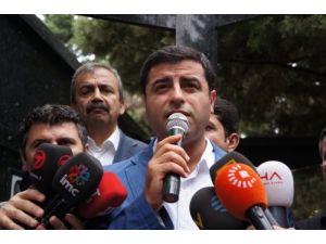 BDP'li Demirtaş: Ya bizi ya halkı kandırıyorlar