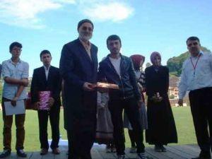 'Camiye gidiyorum Kur'an-ı anlıyorum' projesinin ödül töreni yapıldı