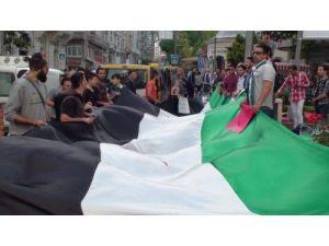 Suriye'deki seçimleri konsolosluk önünde protesto ettiler