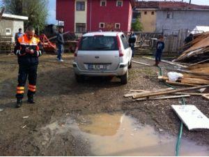 Fırtınanın ardından 100 kilometre hızındaki hortum hasara yol açtı