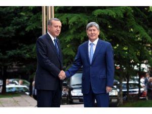 Kırgızistan Cumhurbaşkanı Atambayev Başbakanlık'ta