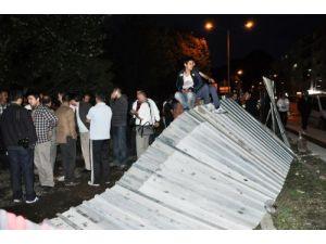 Ağaçları kesip akaryakıt istasyonu yapılmasına mahalleli tepki gösterdi