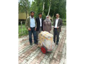 Hınıs'ta kadınlara süt sağma makinesi eğitimi verildi