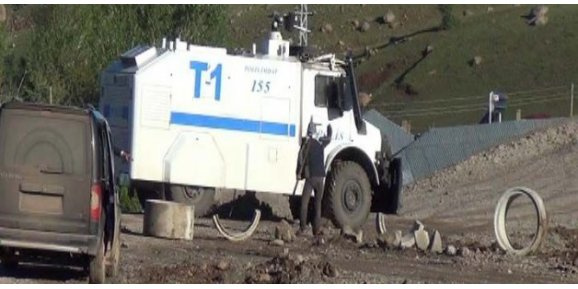 Karayolunu kapatan PKK'ya operasyon!