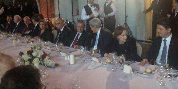 CNN krizi sürerken, Arınç John Kerry ile görüştü