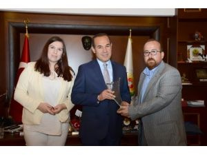 Başkan Sözlü'ye, Genç Dostu Belediye Başkanı ödülü